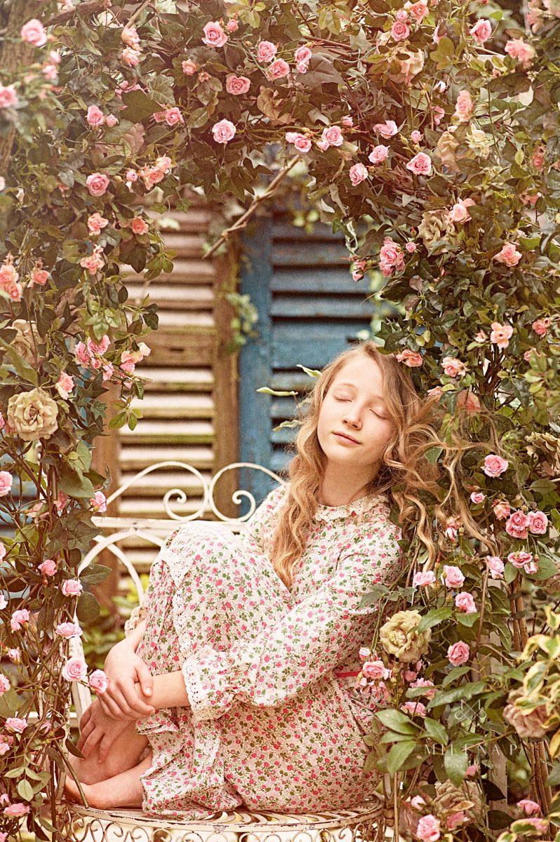 portrait, enfant, rêverie, roses, fleurs, portraitiste, portrait d'enfant, Paulina Duczman, formation, Maison esprit boudoir, naturel, romantique, inspiration, workshop
