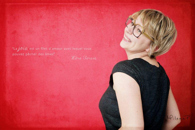 Portrait de femme, femme portrait, photographe, portrait, paris, studio, estime de soi, s'aime, se trouver belle, prendre confiance, avoir confiance, confiance en soi, belle, beauté, poser, apprendre à poser