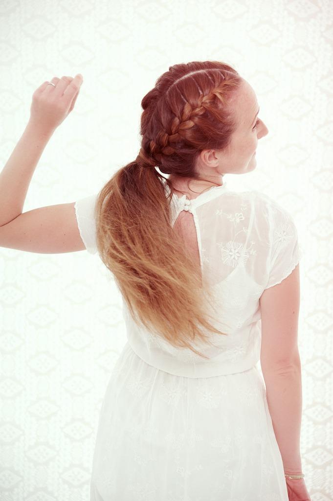 portrait de femme, glamour, portrait glamour, portrait, photographe, beauté, confiance en soi, séance photo, se sentir belle, comment poser, cheveux longs, tresse épi, Atelier Coquette, chignon, Paris