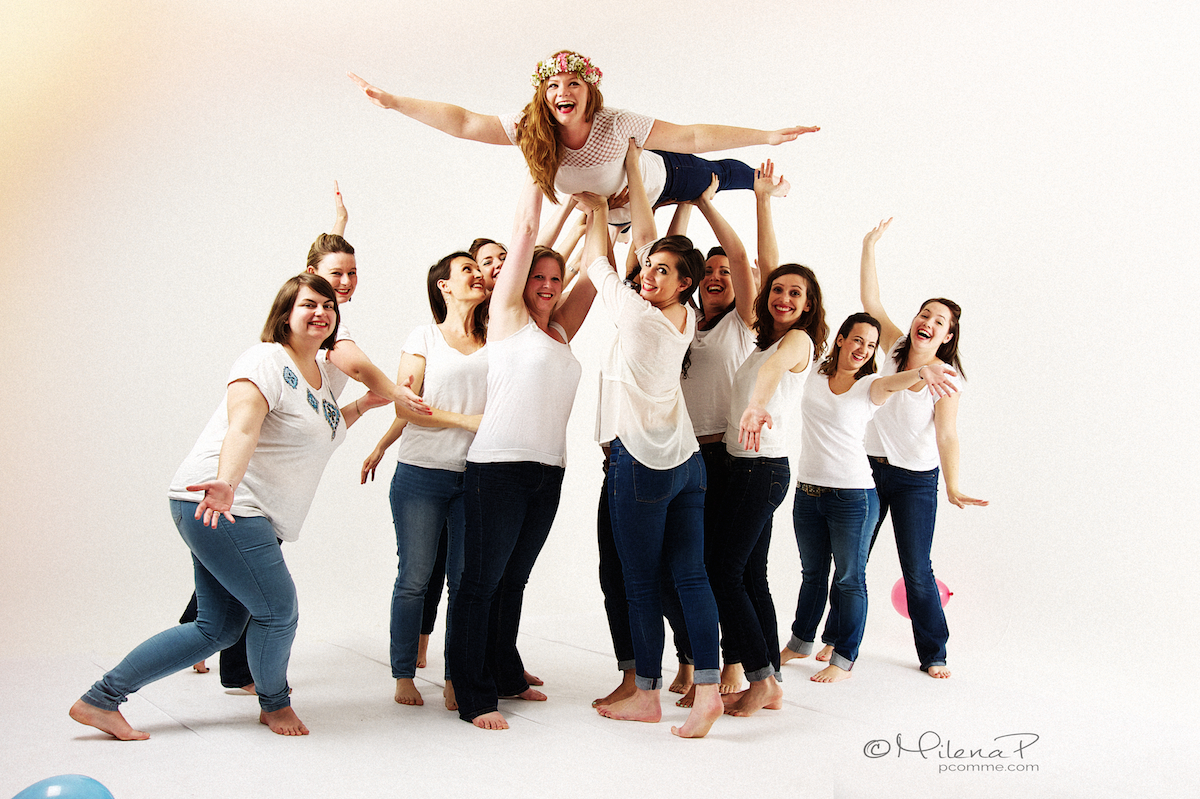 Photographe, EVJF, entre copines, evjf original, Paris, studio, photographe, future mariée, surprise, cadeau, portrait, glamour