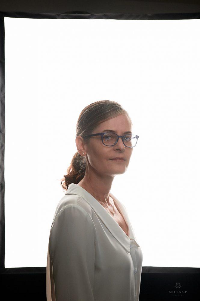Portrait de photographe, exposition, projet personnel, femme, studio, backlight