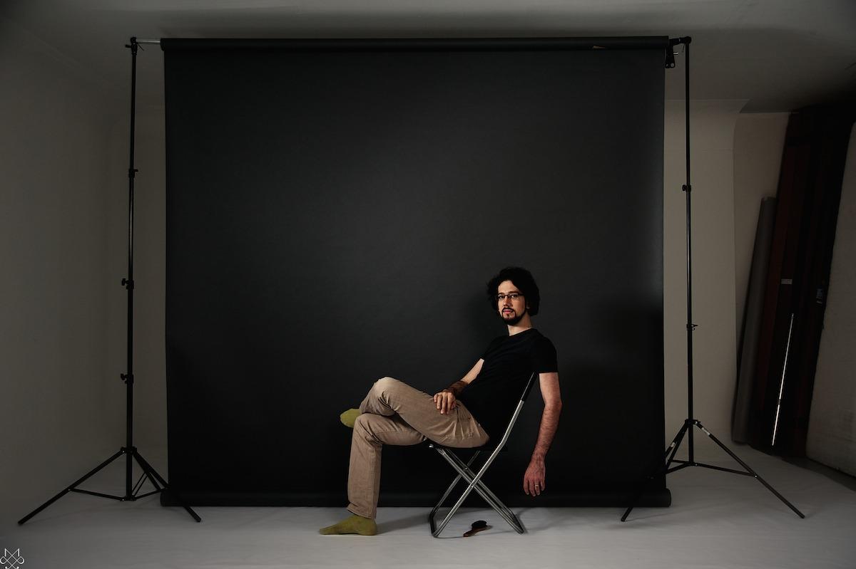 portrait photographe, paris, portrait personnel, le photographe photographié, exposition, être soi, image de soi, passer de l'autre côté de l'objectif, photographier les photographes, portrait solo, portrait éditorial