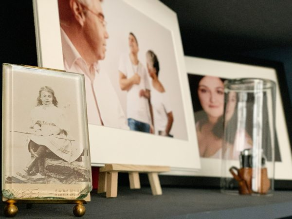portrait de famille, héritage, précieux cadeau, étape de la vie, se voir en photo, exister en photo, portraits des parents, photographe, Paris