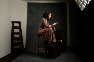 portrait, femme, ado, robe, élégance, photographe, portrait, Paris, génération, millenials, smartphone