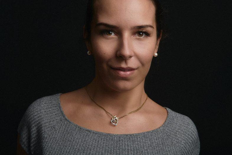 portrait de femme, corporate, original, editorial, portrait corporate, studio, moment design France
