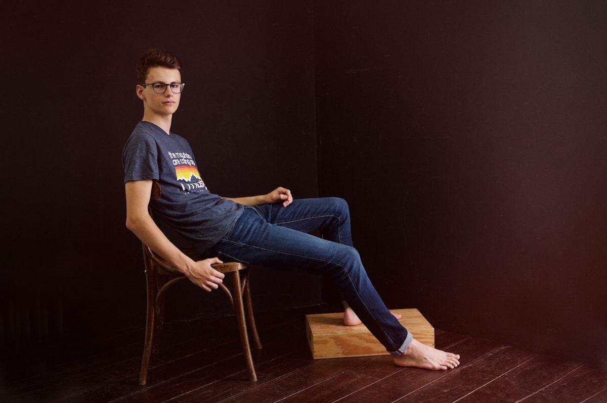 portrait, adolescent, cadeau, garçon, 17 ans, naturel, caractère, assis