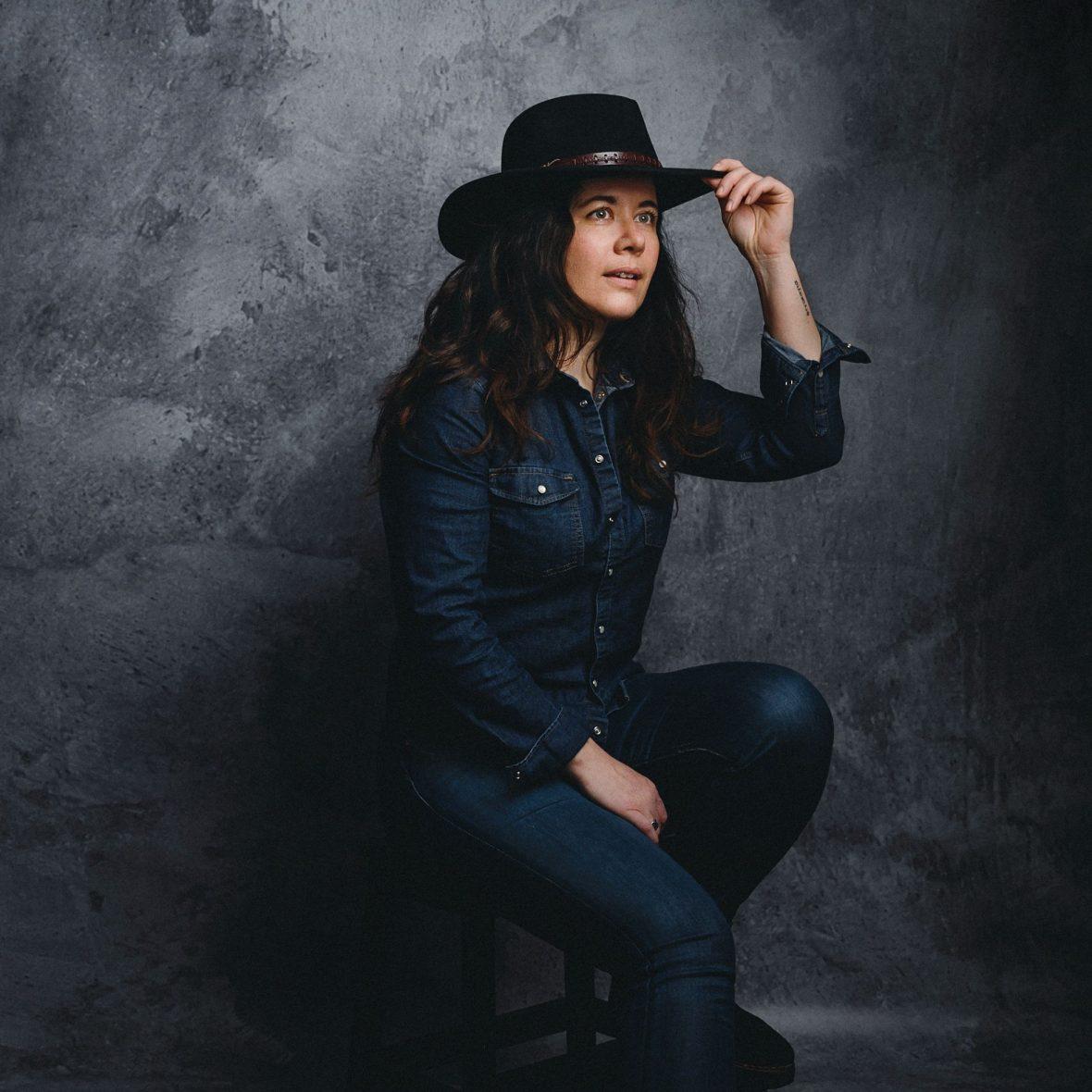 autoportrait MilenaP métier Photographe Portraitiste Paris chapeau