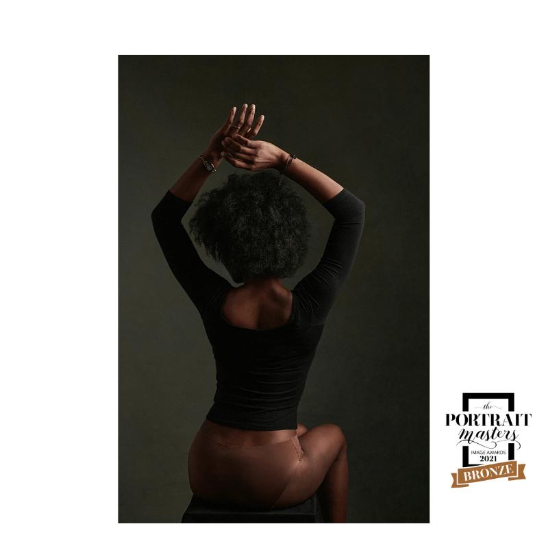 portrait de femme, portrait, couleurs, cheveux afro, silhouette, de dos, boudoir