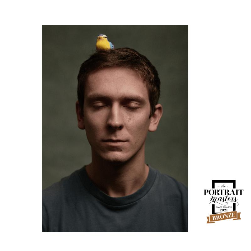 portrait d'homme, portrait, photographe, yeux fermés, oiseau, accessoire, raconter une histoire