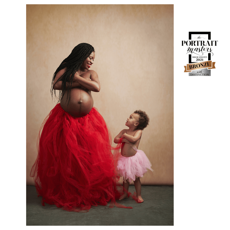 portrait de femme, portrait, couleurs, cheveux afro, grossesse, maternité, femme enceinte, mère et fille, 2 ans